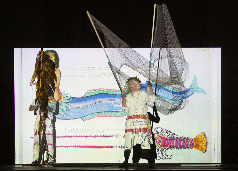 Joan Jonas, Moving Off the Land, 2019, Ocean Space, Chiesa di San Lorenzo, Venezia. Performance con Ikue Mori e Francesco Migliaccio. Commissionata da TBA21–Academy.